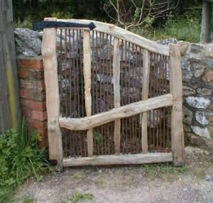 Chestnut and copper gate