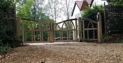 oak-arched-entrance-gates-2