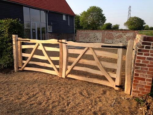 Split chestnut entrance gate EG2519 1
