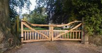 Split wood entrance gates
